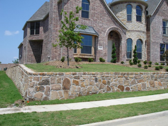 3 ways to enhance your yard with a retaining wall